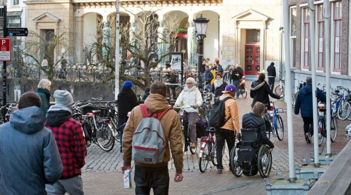Nederland, Utrecht, 2016Onderwerp: Diversiteit Gemeente UtrechtFotografie: Remke Spijkers www.remkespijkers.comLet op: dit beeld mag enkel in de context van de daadwerkelijke, feitelijke situatie op de foto gebruikt worden. Er mag geen andere invulling of associatie aan gegeven worden. Dus bijv. niet een foto van spelende kinderen koppelen aan het onderwerp kindermisbruik. Het beeld mag niet dusdanig uitgesneden worden dat het karakter van het beeld veranderd wordt. Dus bijv. geen individueel portret maken van een foto waar meerdere mensen op staan. Degene die publiceert is verantwoordelijk voor eventuele gevolgen van publicatie.